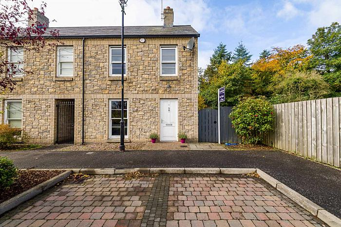 6 Saintfield Meadows, Saintfield, BT24 7FN