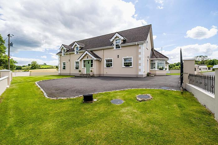 2 Brookside Road, Ballynahinch